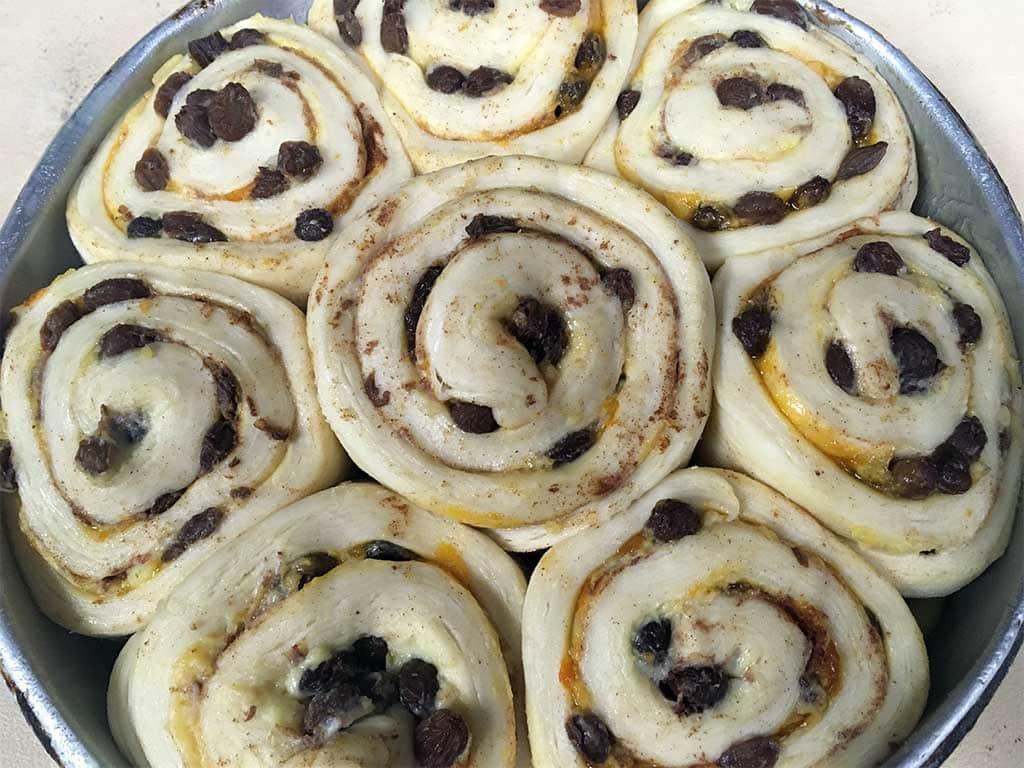 Cinnmon Raisin Danish - dessertsbygerard.com