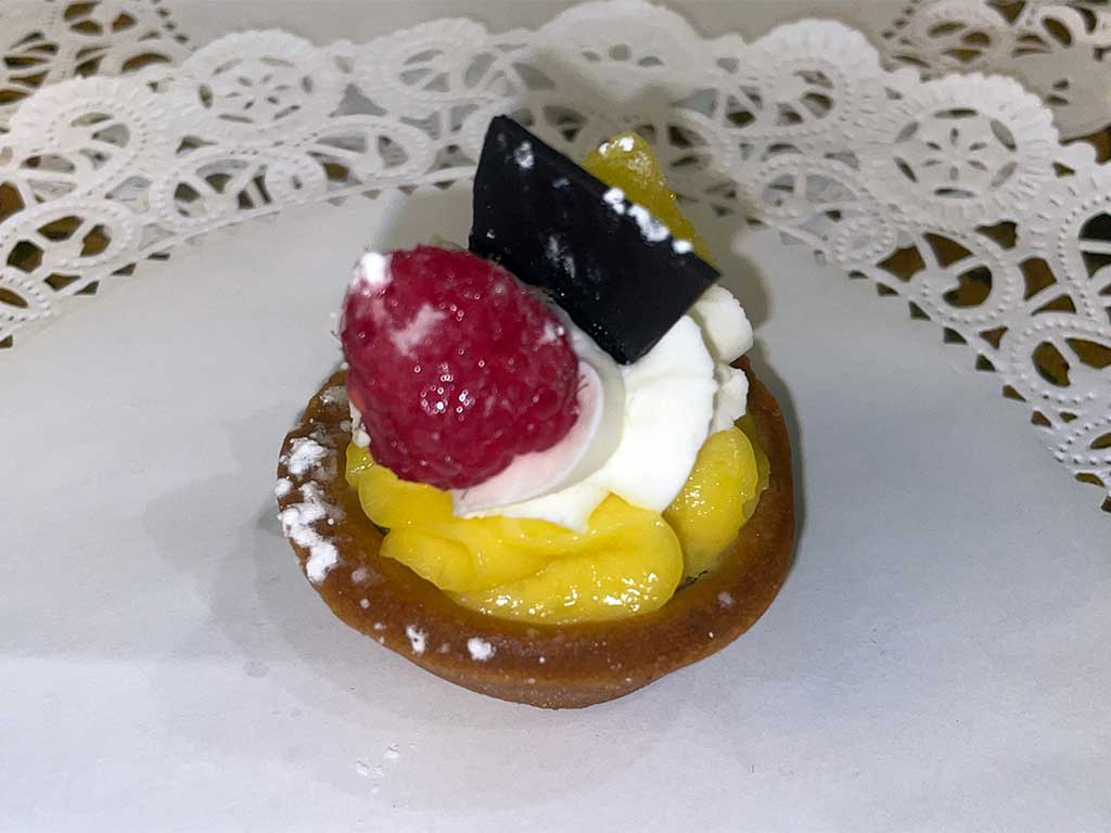 Lemon Mini Tart - dessertsbygerard.com