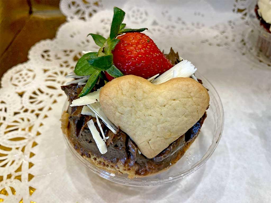 Vanilla Cake with Chocolate Buttercream Cupcake - dessertsbygerard.com
