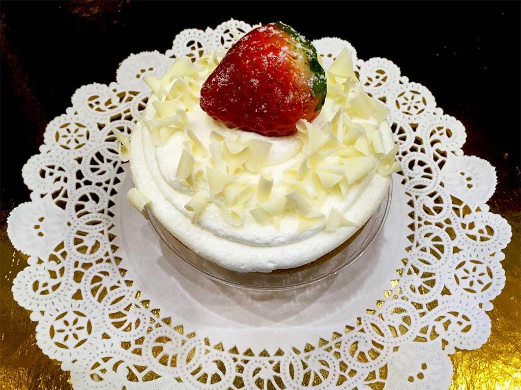 Vanilla Buttercream Cupcake - dessertsbygerard.com