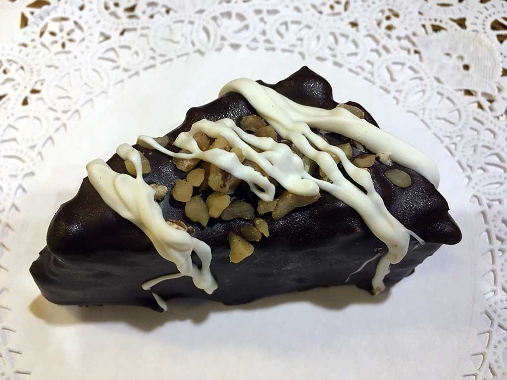 Brownie with Walnuts - Mini Pastry - dessertsbygerard.com