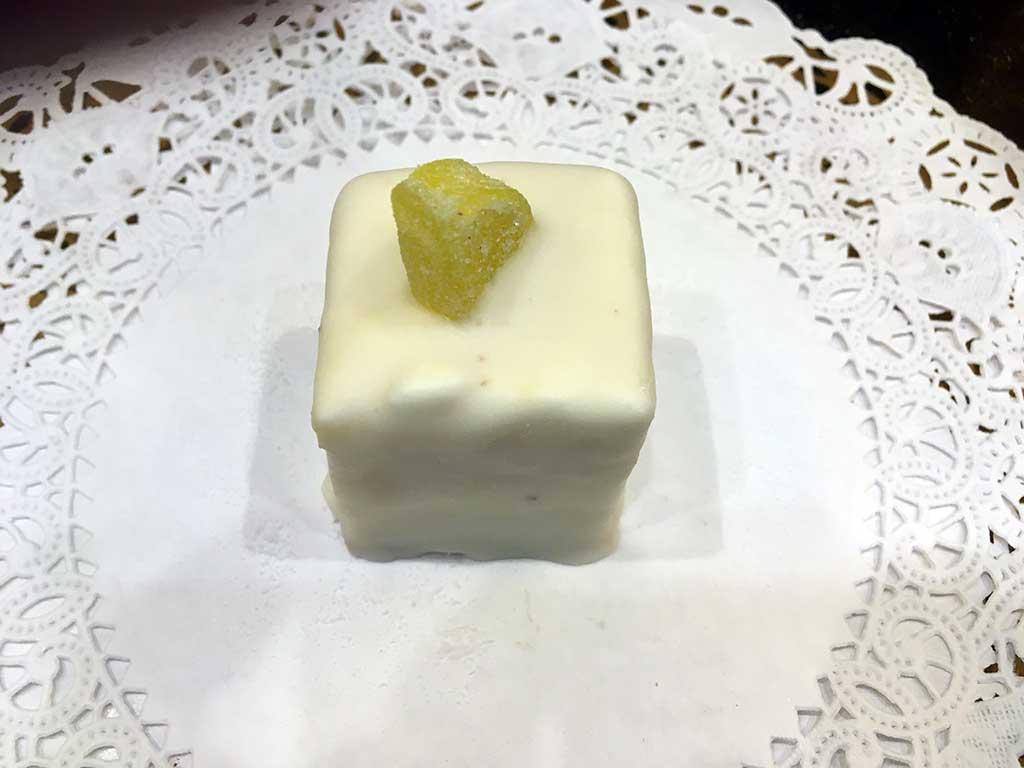 Lemon Cake Lemon Buttercream Mini Pastry - dessertsbygerard.com