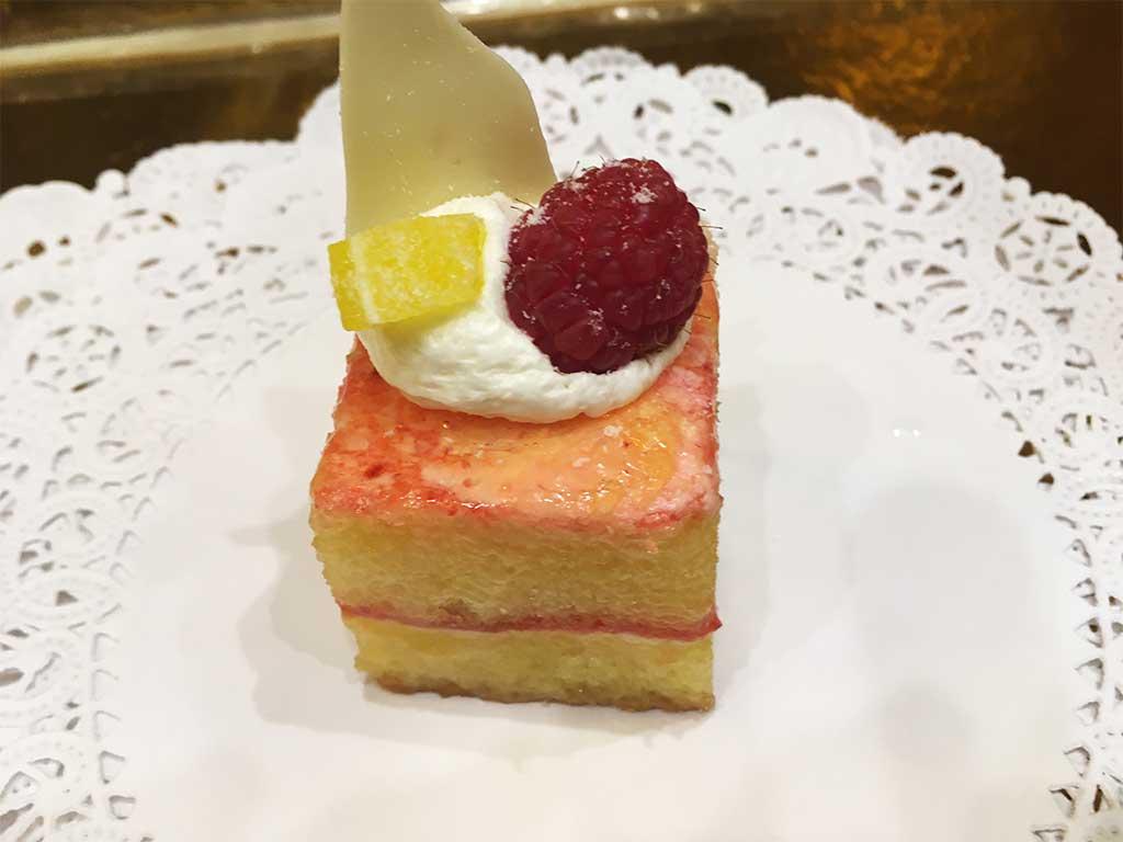 Mini lemon cake raspberry jam and lemon cream - dessertsbygerard.com