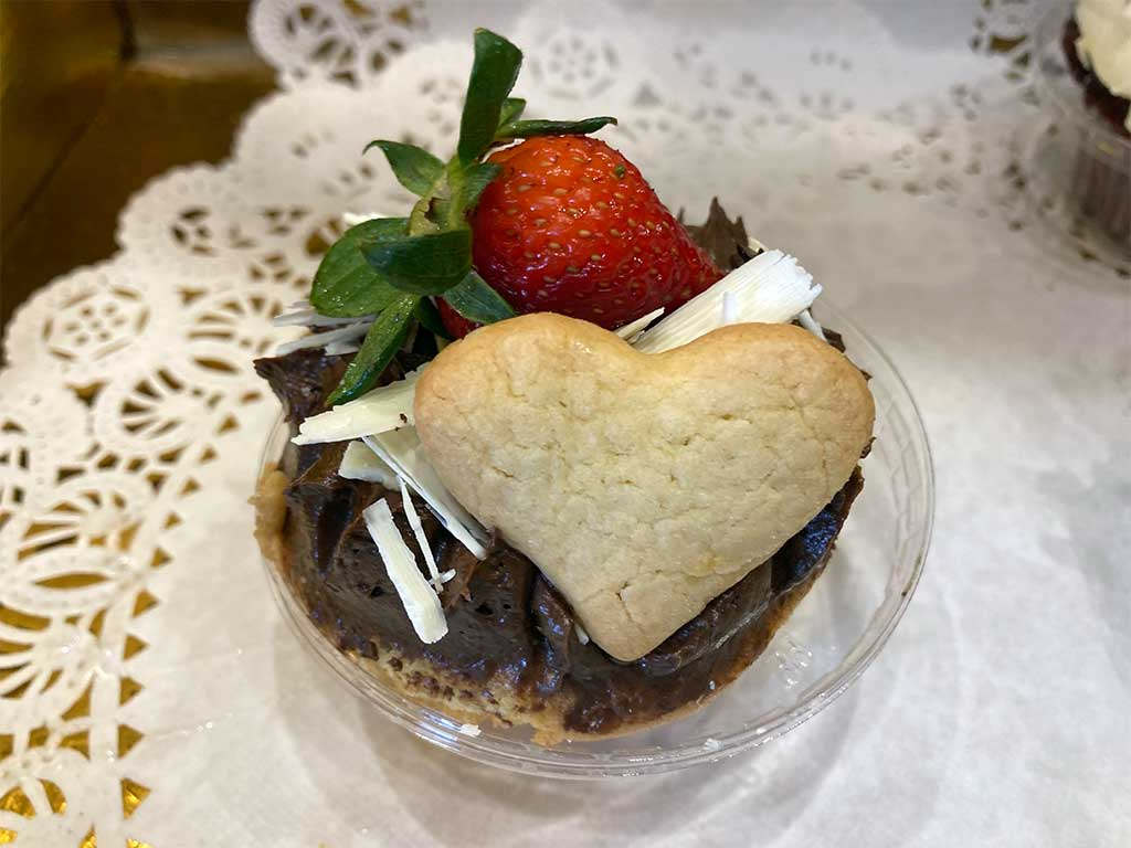 Vanilla Cake Chocolate Buttercream Cupcake - dessertsbygerard.com