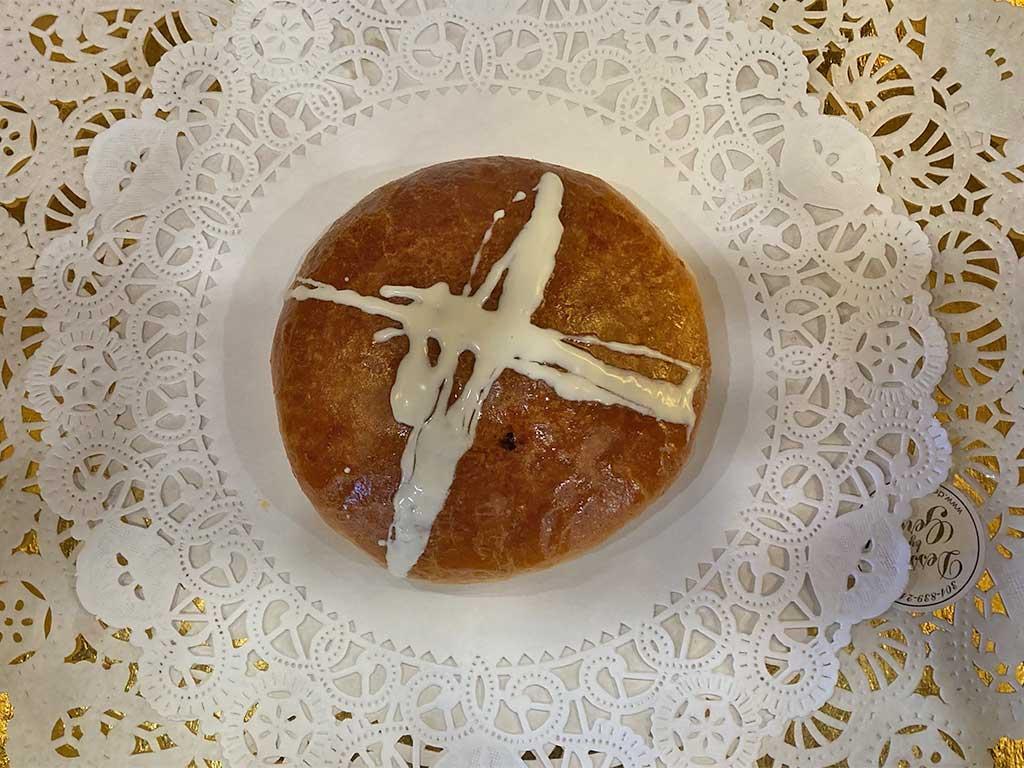 Hot Cross Buns - dessertsbygerard.com