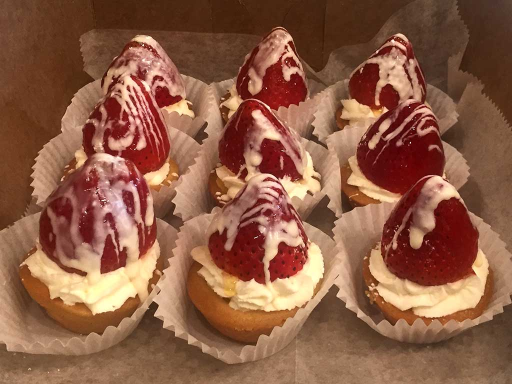 Mini Strawberry Tart - dessertsbygerard.com