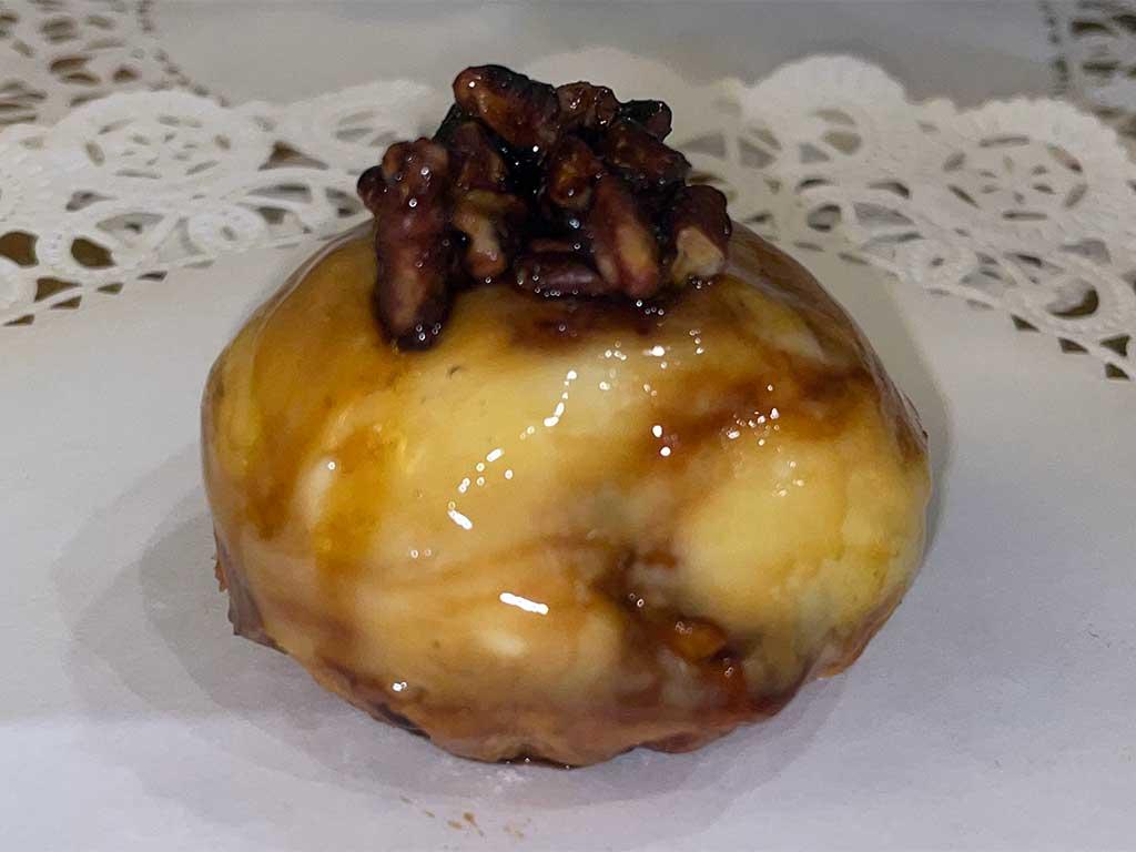 Pecan Caramel Cheesecake Tart - dessertsbygerard.com