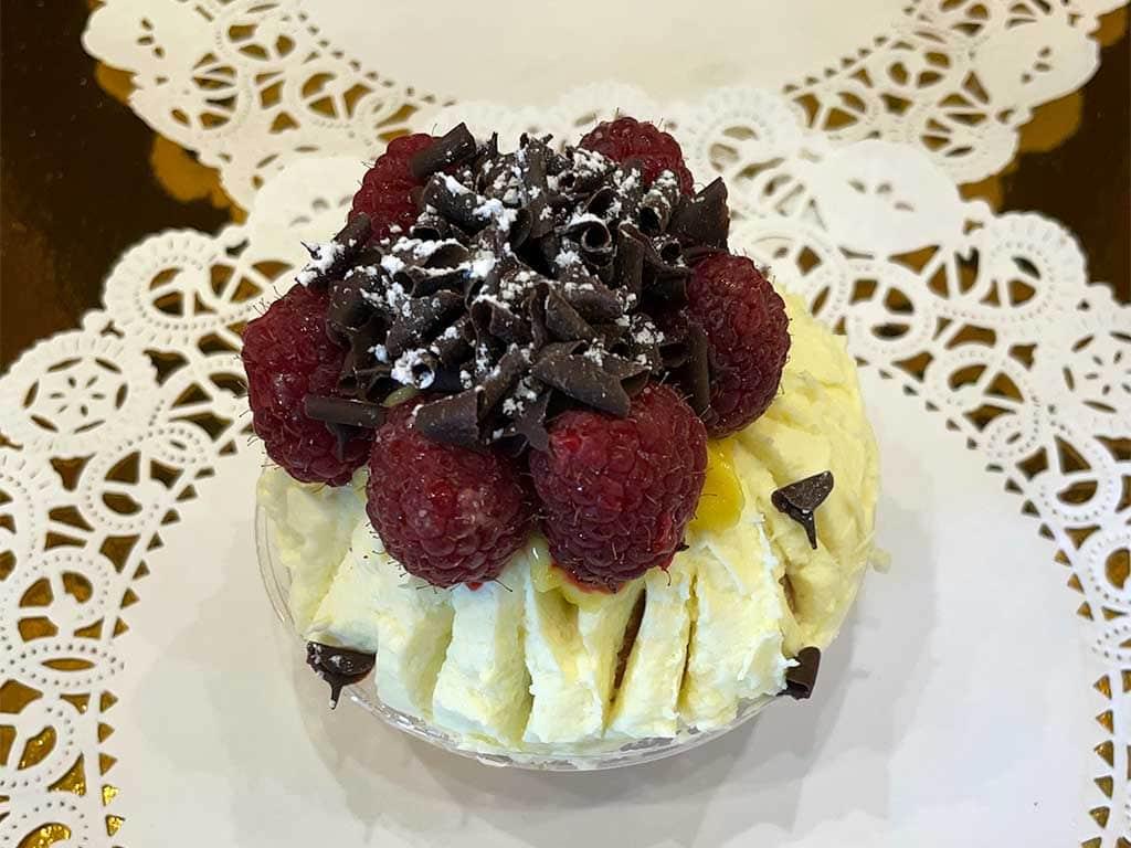 Vanilla Cupcake with Lemon Buttercream - dessertsbygerard.com